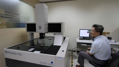 The Excel offers Touch Probe and Laser measurement capabilities. Touch Probe capabilities improve 3D measurement capabilities. Laser capabilities improve speed for scanning and Z height measurements.